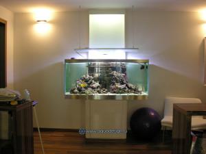 Морской аквариум у стены
